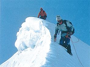 アメリカ人が酸素補給なしでエベレスト登頂に初めて成功